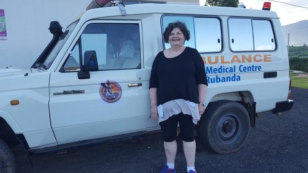 Karetka pogotowia w Klinice Heal w Rubandzie.